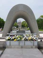 450px-Cenotaph_for_A-Bomb_Victims[2].jpg