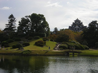 800px-Korakuen_and_Castle[2].jpg